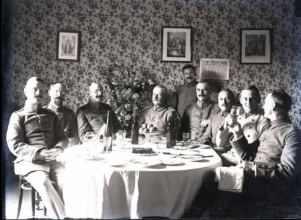ARH NL Kageler 283, 1. Weltkrieg, Soldaten an einem Esstisch versammelt, Frankreich, zwischen 1914/1918