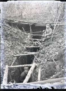 ARH NL Kageler 296, 1. Weltkrieg, Zugang zum Unterstand, Priesterwald (Bois-le-Prêtre), Frankreich, zwischen 1914/1918