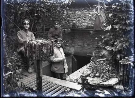 ARH NL Kageler 301, 1. Weltkrieg, Soldaten vor Unterstand, Frankreich, zwischen 1914/1918