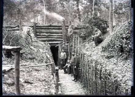 ARH NL Kageler 304, 1. Weltkrieg, Soldaten vor Unterstand, Frankreich, zwischen 1914/1918
