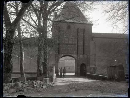ARH NL Kageler 319, 1. Weltkrieg, Tor der Stadtmauer in Montigny, Frankreich, zwischen 1914/1918