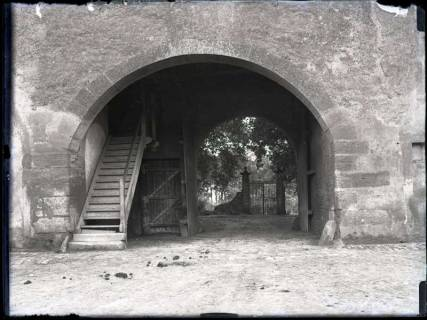ARH NL Kageler 320, 1. Weltkrieg, Tor der Stadtmauer von Montigny, Frankreich, zwischen 1914/1918