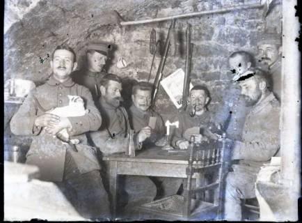ARH NL Kageler 327, 1. Weltkrieg, im Unterstand, Priesterwald (Bois-le-Prêtre), Frankreich, zwischen 1914/1918
