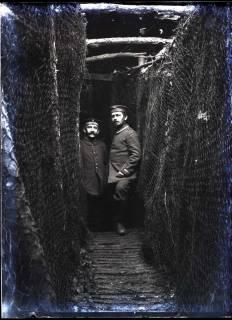 ARH NL Kageler 330, 1. Weltkrieg, August Kageler (links) im Schützengraben, Frankreich, zwischen 1914/1918