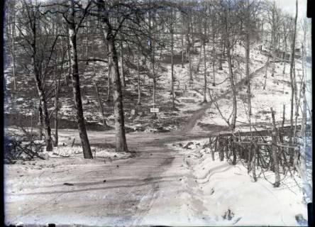 ARH NL Kageler 381, 1. Weltkrieg, Weggabelung mit Wegweiser zur Feldküche und Befehlsweg, Frankreich, zwischen 1914/1918