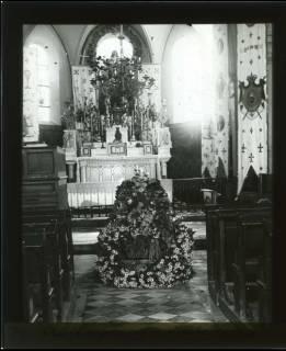 ARH NL Kageler 423, 1. Weltkrieg, Aufbahrung in der Kirche von Unterhofen (Secourt), Frankreich, zwischen 1914/1918