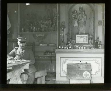 ARH NL Kageler 432, 1. Weltkrieg, Sanitäts-Offizier in einer Kapelle in Ressaincourt, Frankreich, zwischen 1914/1918