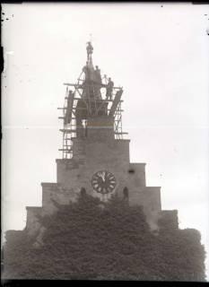 ARH NL Kageler 469, Instandsetzungsarbeiten am Glockenturm, im Vordergrund Stafftelgiebel, Gehrden, vor 1914