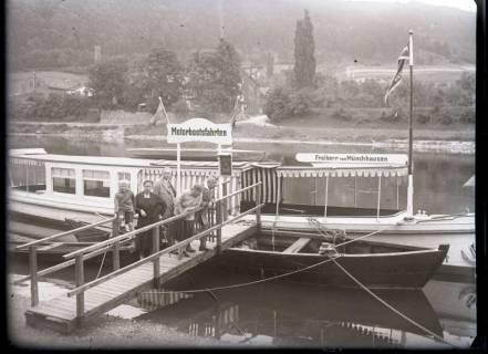 """ARH NL Kageler 493, M.S. """"Freiherr von Münchhausen"""" am Anleger, Bodenwerder, nach 1928"""
