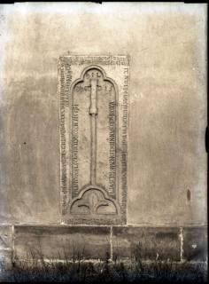 ARH NL Kageler 734, Romanischer Grabstein (Hermannus de Ion), Seelze, 1940