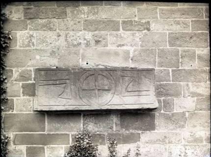 ARH NL Kageler 873, Steinplatte an Kirchenmauer?, ohne Datum