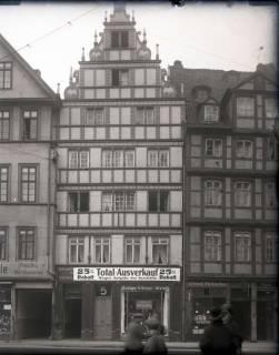 ARH NL Kageler 893, Renaissance-Fassade des Fachwerkhauses Schmiedestraße 5 (links daneben das Haus Schmiedestraße 6, rechts das Haus Schmiedestraße 4), Hannover, um 1926
