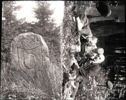 ARH NL Kageler 905, Grenzstein, Deister + Aufnahme von Kageler mit zwei Kindern, ohne Datum