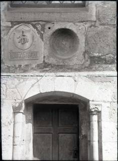 ARH NL Kageler 915, Gotisches Wappen + Romanische Tür, Hohenbostel, ohne Datum
