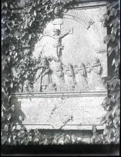 ARH NL Kageler 1066, Grabplatte an Kirche, ohne Datum