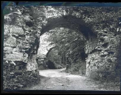 ARH NL Kageler 1149, Burgtor der Ruine Hohenstein, Süntel, 1913
