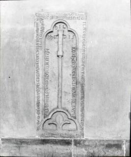 ARH NL Kageler 1255, Romanischer Grabstein (Hermannus de Ion), Seelze, 1940