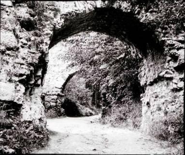 ARH NL Kageler 1325, Burgtor der Ruine Hohenstein, Süntel, 1913