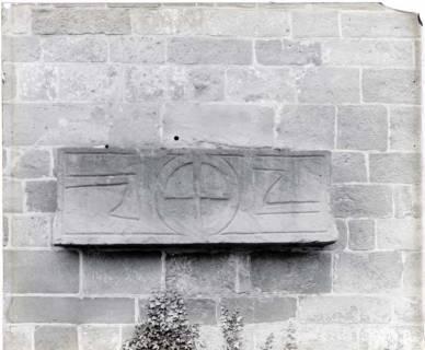 ARH NL Kageler 1386, Steinplatte an Kirchenmauer, ohne Datum