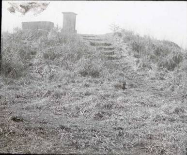 ARH NL Kageler 1425, Holle-Denkmal auf dem Suerser Berg, Gehrden, ohne Datum