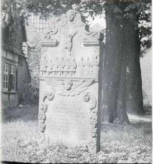 ARH NL Kageler 1544, Grabstein Anton Pluer (gest. 1731), Hiddestorf, ohne Datum