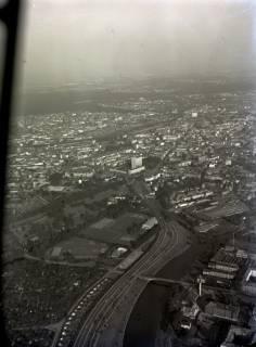 ARH NL Koberg 53, Luftbild von Hannover mit Bremer Damm, Leine-Ihme, Straßenbahnbetriebshof, Continental-Verwaltung, Uhlhornkirche, 1964