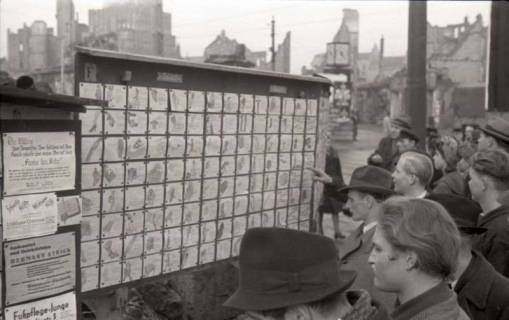 ARH NL Koberg 658, Tausch- bzw. Anschlagtafeln am Steintor, Hannover, 1945