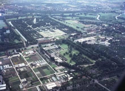 ARH NL Koberg 70, Luftbild von Hannover mit Herrenhäuser Gärten, Westschnellweg, Fachbereich Gartenbau der Leibniz Universität, Berggarten und Georgengarten, 1965