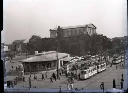 ARH NL Koberg 96, Café Kröpcke mit Uhr und Georgstraße mit Opernhaus, Hannover, wohl 1949