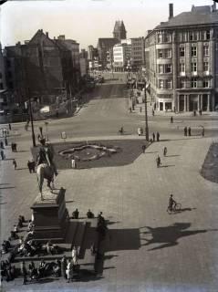 ARH NL Koberg 98, Ernst-August-Platz, Blick in die Bahnhofstraße und im Hintergrund die beschädigte Marktkirche, Hannover, wohl 1949