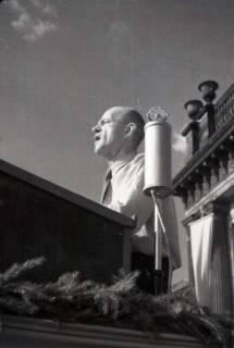 ARH NL Koberg 1015, Kurt Schuhmacher auf einer Kundgebung der SPD auf dem Opernplatz, Hannover, wohl 1946