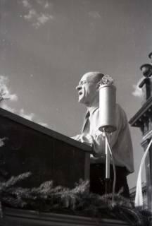 ARH NL Koberg 1016, Kurt Schuhmacher auf einer Kundgebung der SPD auf dem Opernplatz, Hannover, 1946