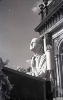 ARH NL Koberg 1018, Kurt Schuhmacher auf einer Kundgebung der SPD auf dem Opernplatz, Hannover, 1946