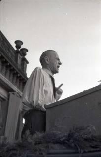 ARH NL Koberg 1020, Kurt Schuhmacher auf einer Kundgebung der SPD auf dem Opernplatz, Hannover, 1946