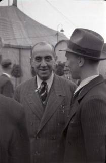 ARH NL Koberg 1021, Ernst Reuter (ehemaliger Bürgermeister von Berlin) und Egon Franke bei der Eröffnung des Flughafens, Langenhagen, 1946