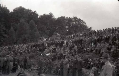 ARH NL Koberg 1034, Kundgebung der SPD, anlässlich des Bezirksparteitages am 17./18. August, auf dem Gelände des heutigen Waldstadions, Barsinghausen, 1946