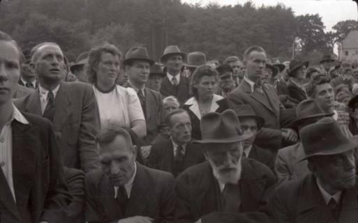 ARH NL Koberg 1039, Kundgebung der SPD, anlässlich des Bezirksparteitages am 17./18. August, auf dem Gelände des heutigen Waldstadions, Barsinghausen, 1946