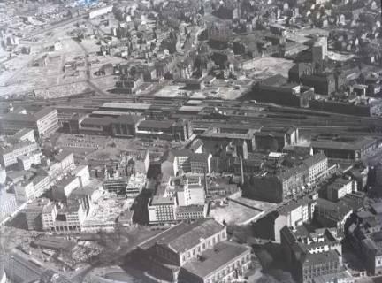 ARH NL Koberg 104, Hannover, u. a. mit Hauptbahnhof, Ernst-August-Platz, Gerichtsgefängnis, Raschplatz, Kröpcke und Opernhaus, um 1950