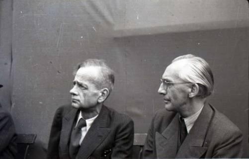 ARH NL Koberg 1042, Kurt Schumacher und Albert Heuer (Sprecher der Freien Religiösen Gemeinde) bei einer Kundgebung der SPD, anlässlich des Bezirksparteitages am 17./18. August, auf dem Gelände des heutigen Waldstadions, Barsinghausen, 1946