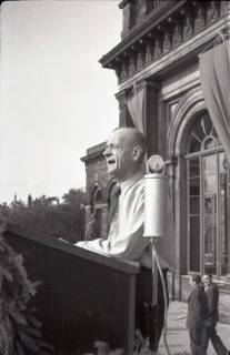 ARH NL Koberg 1046, Kurt Schumacher auf einer Kundgebung der SPD auf Opernplatz, Hannover, 1946