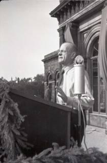 ARH NL Koberg 1047, Kurt Schumacher auf einer Kundgebung der SPD auf dem Opernplatz, Hannover, 1946