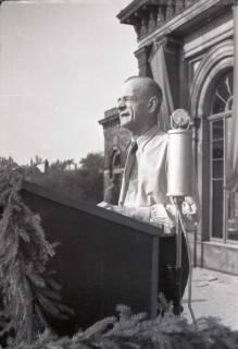 ARH NL Koberg 1048, Kurt Schumacher auf einer Kundgebung der SPD auf dem Opernplatz, Hannover, 1946