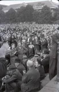 ARH NL Koberg 1056, Kundgebung der SPD auf dem Waterlooplatz, Hannover, 1946