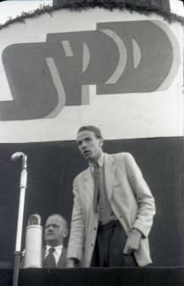 ARH NL Koberg 1058, Kurt Schumacher bei einer Kundgebung der SPD auf dem Waterlooplatz, Hannover, 1946