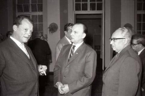 ARH NL Koberg 1068, Willy Brandt, Egon Franke, Erich Ollenhauer und beim SPD Parteitag in der Stadthalle, Hannover, 1960