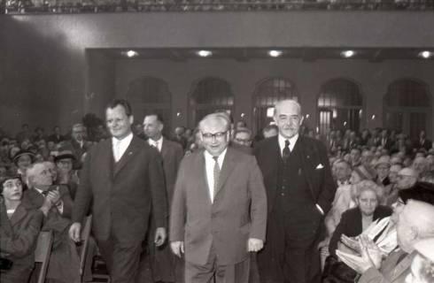 ARH NL Koberg 1073, Willy Brandt, Erich Ollenhauer und Hinrich Wilhelm Kopf beim SPD Parteitag in der Stadthalle, Hannover, 1960