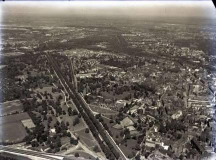 ARH NL Koberg 126, Luftbild von Hannover u. a. mit Gottfried Wilhelm Leibniz Universität, Herrenhäuser Allee und Welfengarten, 1960