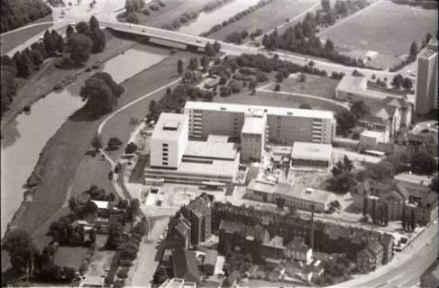ARH NL Koberg 1600, Ihme mit Stadionbrücke und im Vordergrund das alte Krankenhaus Siloah, Linden, 1969
