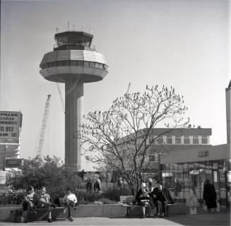 ARH NL Koberg 1720, Tower und Ankunftsbereich am Flughafen Hannover, Langenhagen, 1971
