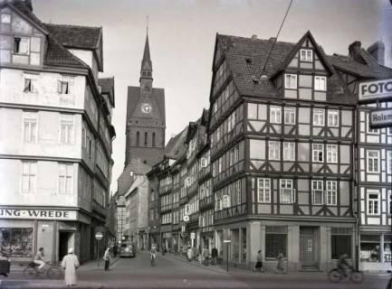 ARH NL Koberg 181, Blick vom Holzmarkt via Kramerstraße auf die Marktkirche, Hannover, wohl 1956